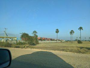 カンボジアのコンテナ集積地