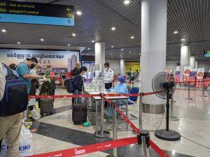 カンボジアコロナ禍の空港検査